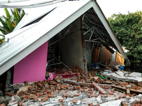 Strong aftershock hits Lombok 2 weeks on